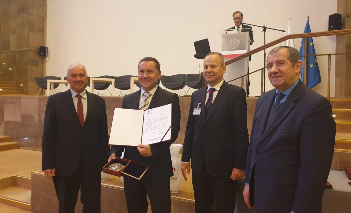 """Die Gesellschaft Lubas mit der Medaille """"Herausragender Exporteur des Jahres 2019"""" ausgezeichnet."""
